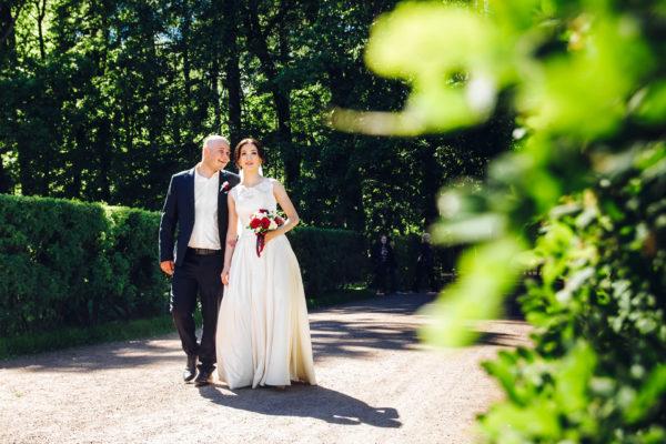 свадебная прогулка в Петергофе
