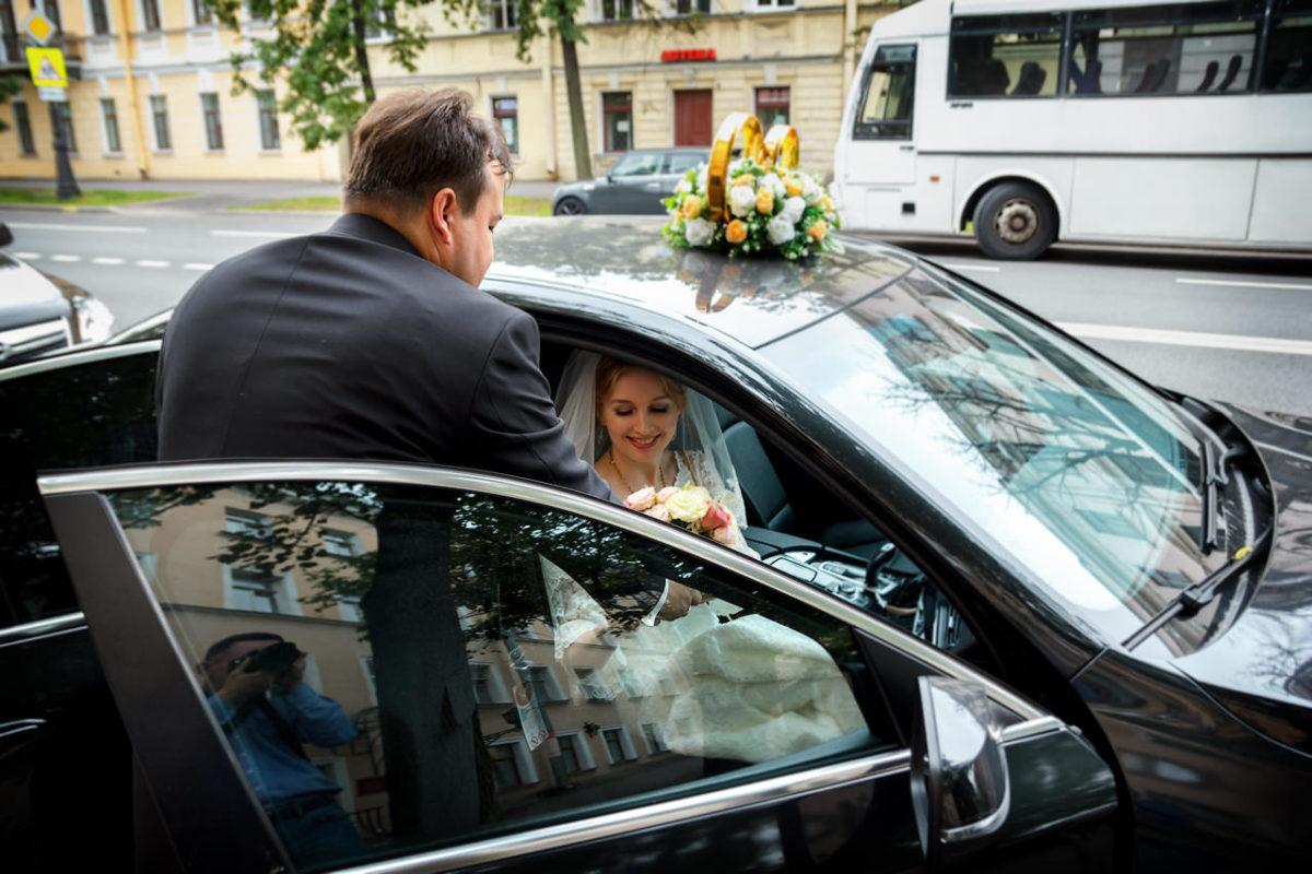 жених встречает невесту
