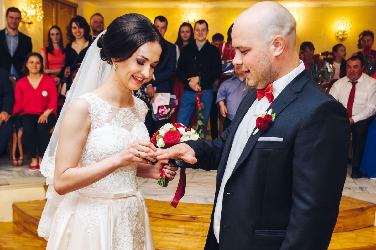 Обмен свадебными кольцами