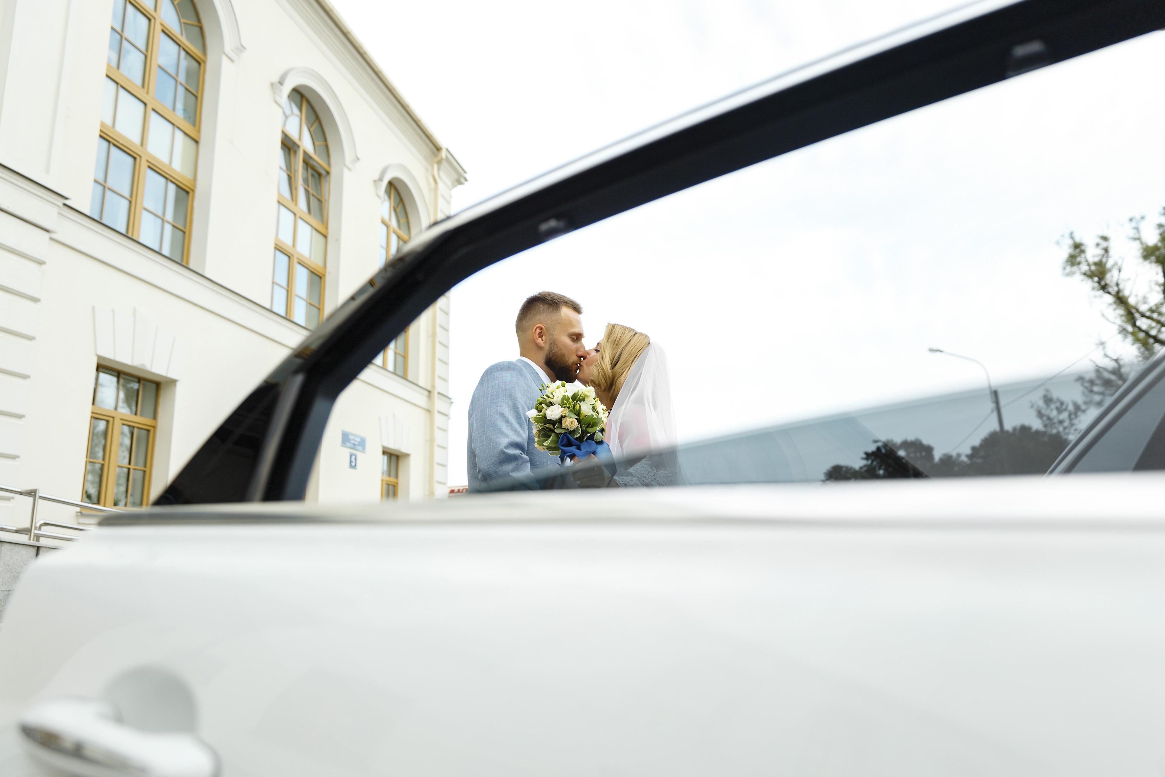 Свадебное фото с авто