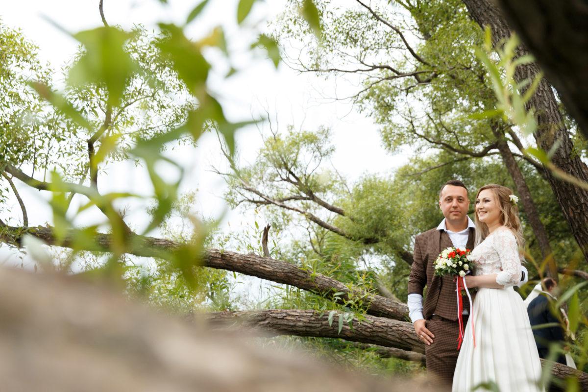 Интересная свадебная фотография